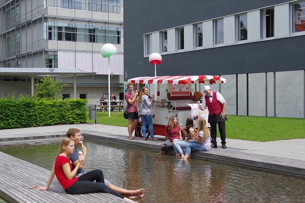Die Eiskutsche in der Fachhochschule in Kempten.